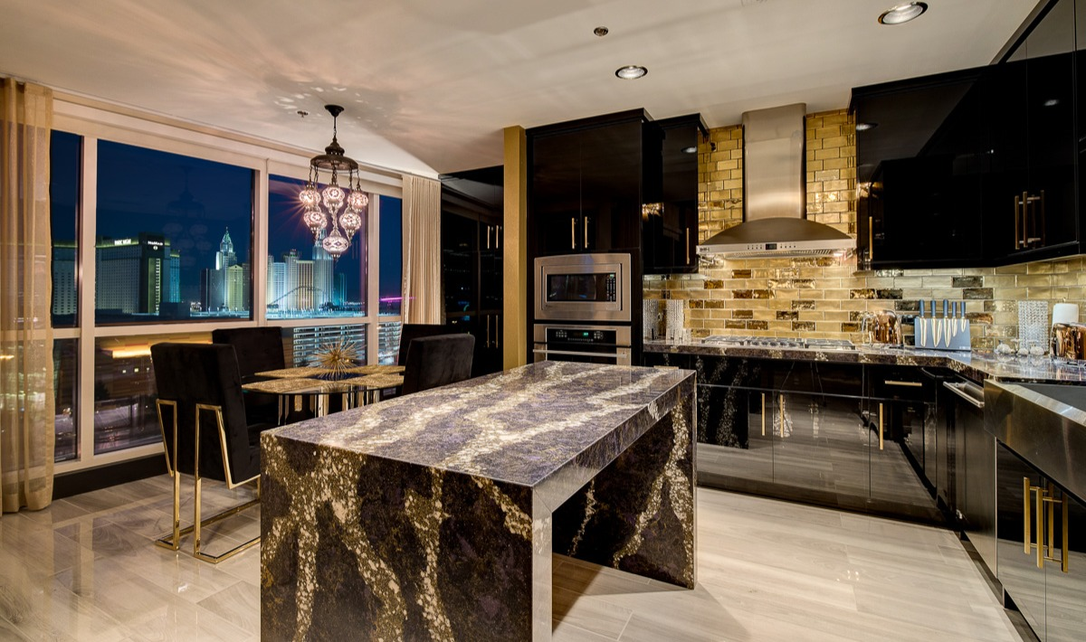 Unit 1407 Panorama Towers | Lush Kitchen
